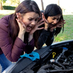 Women desperate about broken car screaming